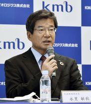 記者会見するKMバイオロジクスの永里敏秋社長=25日、熊本市