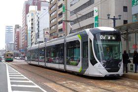 広島市中心部で試運転する「グリーンムーバーエイペックス」