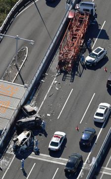 愛知で車7台が事故、15人負傷