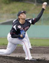 韓国プロ野球斗山との練習試合に登板したロッテ・小島=具志川