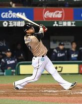 18日の西武戦で2試合連続となる本塁打を放った中田(守屋裕之撮影)