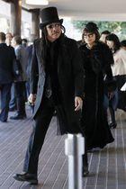 さくらももこさんをしのぶ「ありがとうの会」に参列するB・B・クィーンズのメンバー=16日午前、東京都港区の青山葬儀所
