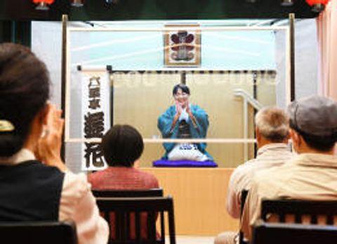 アクリル越し高座楽しむ 仙台・常設寄席「花座」再開