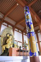 興福寺中金堂の「法相柱」=25日、奈良市