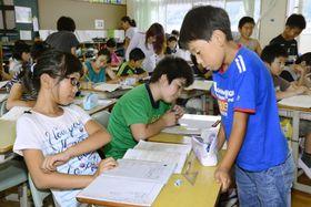 意見を出し合い、授業をつくっていく越知小学校の子どもたち(越知町越知甲)