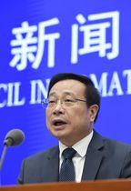 2019年4~6月期のGDP速報値を発表する中国国家統計局の報道官=15日、北京(共同)