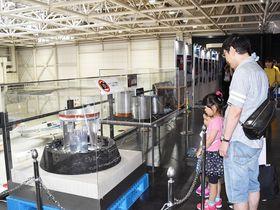 大気圏突入時の高温や衝撃を耐えて宇宙から帰還した小型回収カプセル=各務原市下切町、岐阜かかみがはら航空宇宙博物館