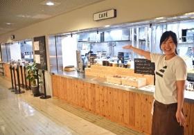コーヒーや紅茶、ケーキなど充実した喫茶メニューを注文できるカウンター