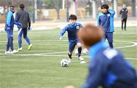 コンビネーションの練習に取り組む選手たち