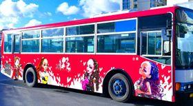 15日から運行する安室奈美恵さんの似顔絵が描かれたラッピングバス=14日、那覇市泉崎