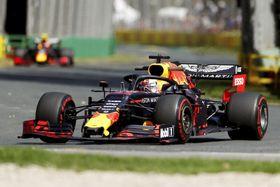自動車のF1シリーズ開幕戦でフリー走行に臨むレッドブル・ホンダのマックス・フェルスタッペン=メルボルン(ロイター=共同)