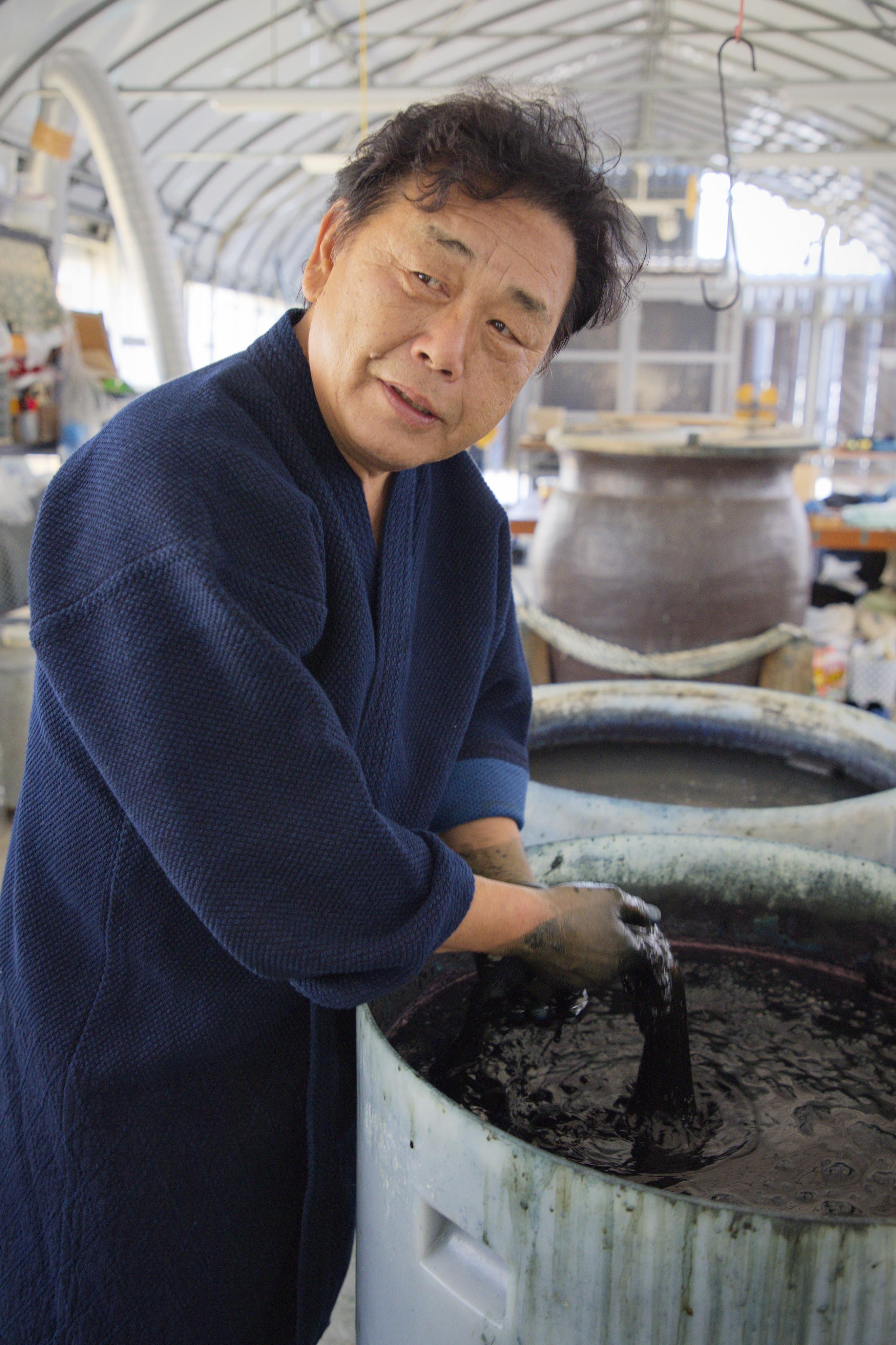 デニムメーカー「ジャパンブルー」の社長、真鍋寿男。世界レベルの「本物」を目指す=岡山県倉敷市