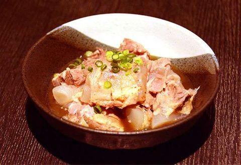 おいしい出合い:「焼トンと美食空間 なごみ」トロトロ豚バラなんこつ煮込み 和風だしでさっぱり