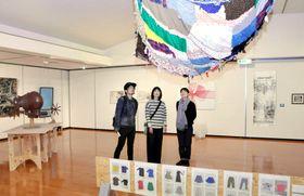 22作家の27点が並ぶ「更紙展」(いの町の紙の博物館)