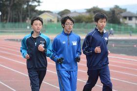 中学生区間で活躍を誓う(左から)塩原、森川、北村
