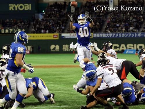 3Q、富士通ゴール前1ヤードで関学RB橋本が「十八番」のスペシャルプレーに出たが失敗=撮影:Yosei Kozano、3日、東京ドーム