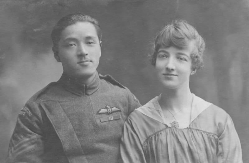 ハリーと妻ミュリエルさん=1917年9月(ジェラルディン・リーデックさん提供・共同)