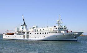 改修される北方交流船「えとぴりか」=6月、北海道根室市