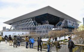 2020年東京五輪・パラリンピックに向けて建設が進む五輪水泳センター=12日午後、東京都江東区