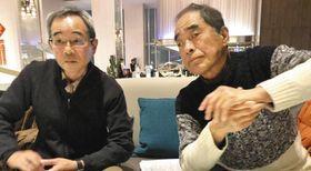 「自殺した男性職員の無念を晴らしたい」と語る田中朋芳さん(左)と喜多徹信さん=大阪市阿倍野区で