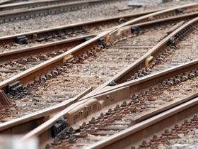 男性が列車にはねられ重傷=大宮区