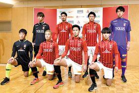 浦和に加入した選手たち(上段左から時計回りに)汰木、鈴木、大城、石井、池高、杉本、山中、岩武=16日午後、埼玉スタジアム