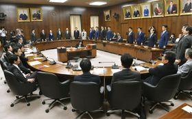 日米貿易協定の承認案を賛成多数で可決した衆院外務委=15日午前