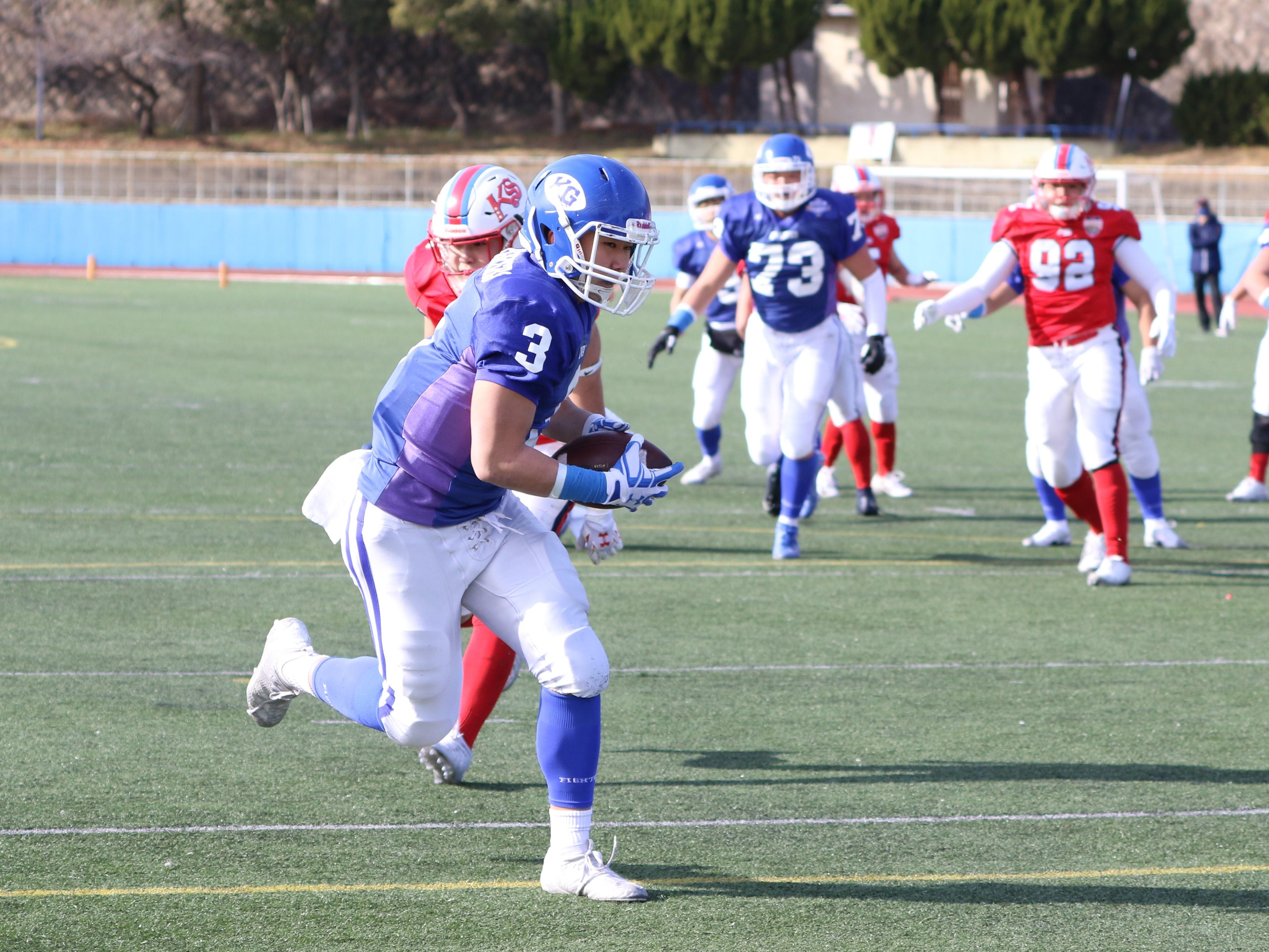 先制のTDパスをキャッチする関西学院のTE安藤柊太(3)=撮影:山口雅弘