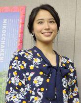 映画「巫女っちゃけん。」の取材会で撮影に応じる広瀬アリス=19日、福岡市内