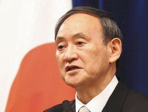記者会見する菅義偉首相=16日夜、首相官邸で