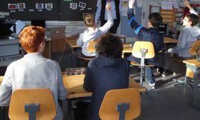 公立小学校の授業風景=中東生撮影