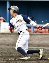 ルートインBCリーグ 信濃―福井 4回表、福井無死二塁、坂本竜三郎が勝ち越しの中前適時打を放つ=長野県営