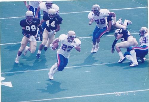 1998年11月1日、リーグ戦でキックオフリターンTDを記録した多聞さん(27)=写真提供・中村多聞さん