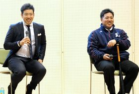 トークセッションで会場を沸かせた菊池雄星投手(左)と山川穂高内野手=盛岡市・盛岡タカヤアリーナ