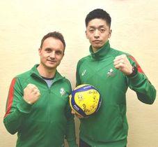 徳島大会での2連勝を誓うJT広島のサトレル監督(左)と井上選手=徳島新聞社