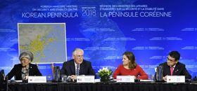 北朝鮮問題を協議する20カ国外相会合に出席したティラーソン米国務長官(左から2人目)、河野外相(右端)ら=16日、バンクーバー(共同)