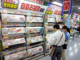 記録的な猛暑だった2010年の家電量販店エアコン売り場の様子=東京都千代田区