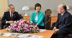 「地方発 人づくり」をテーマに語り合う(左から)松田社長、小林会長、高橋社長