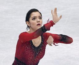 20日、フィギュアスケート世界選手権女子SPで演技するエフゲニア・メドベージェワ選手=さいたまスーパーアリーナ