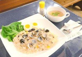 新メニュー化を図る洋風しじみご飯とスープ