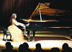 美しい旋律を奏でる仲道さん=藍住町奥野の町総合文化ホール