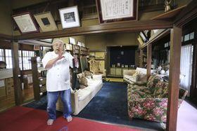 「エリザベス・サンダース・ホーム」の創始者、沢田美喜の部屋で入所当時を懐かしむ1期生の黒田。「ママちゃま」と呼んでいた沢田に、よく「ここでこっぴどく怒られました」=5月13日、神奈川県大磯町