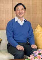 58歳の誕生日を迎えられた皇太子さま=東京・元赤坂の東宮御所(宮内庁提供)