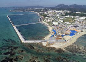 埋め立て関連工事が再開した沖縄県名護市辺野古の沿岸部=6日