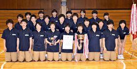 2年ぶり17度目の優勝を果たした女子の福島西