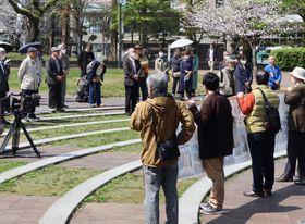 47万筆超の署名が集まったことが報告された集会=長崎市、爆心地公園