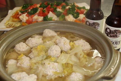 キープ自然学校特製 白菜と鶏団子のお鍋