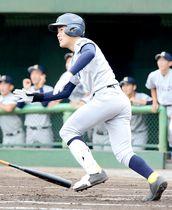 西武台―浦和実 1回表西武台無死一、二塁、深田が左翼フェンス直撃の2点二塁打を放って先制する