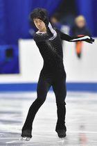 SPに向け、公式練習で調整する山本草太=広島県立総合体育館で