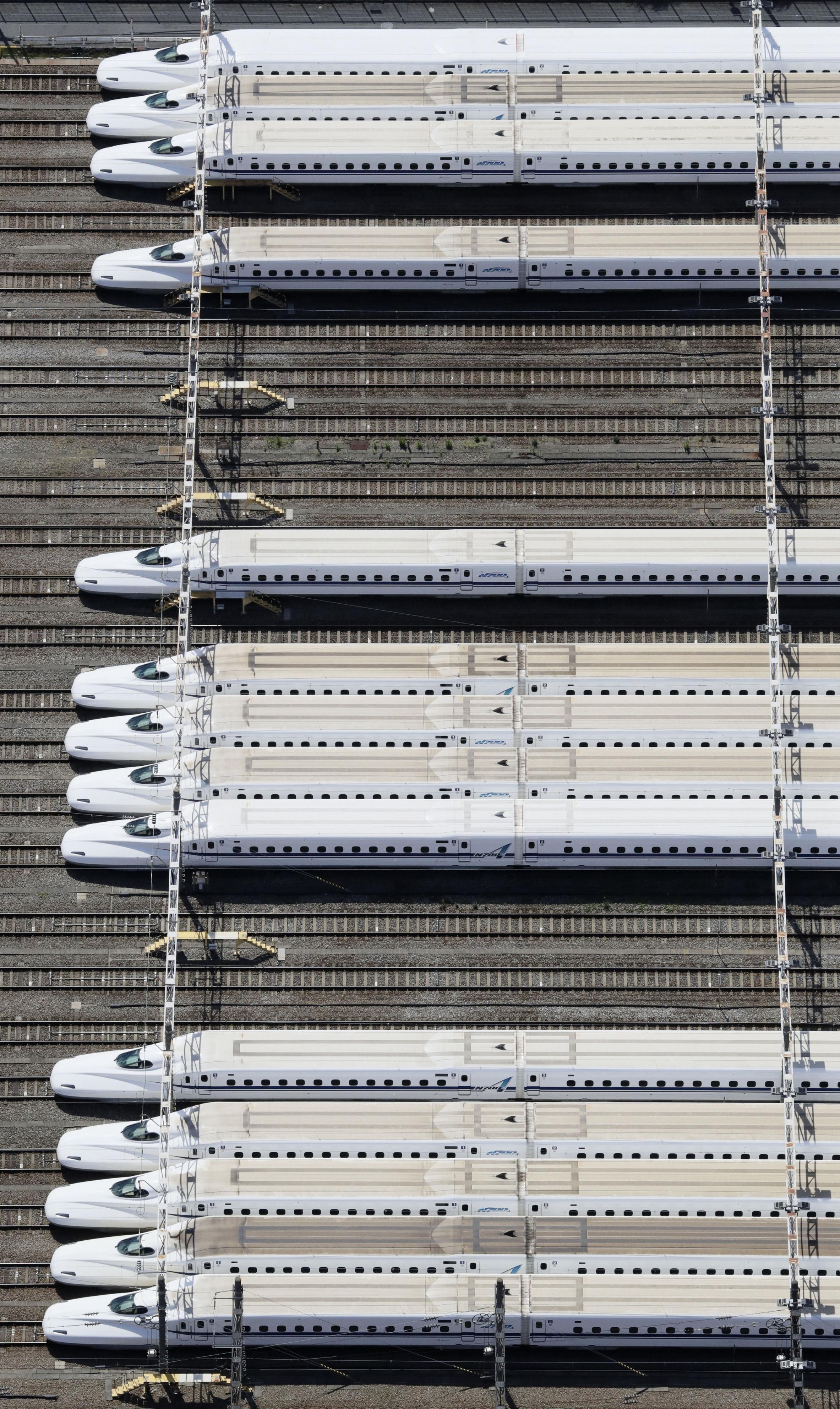 7日、東京都品川区の車両基地に並ぶ新幹線